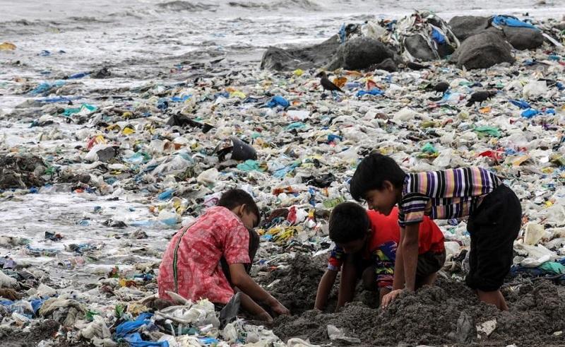 Egyptian MP Anissa Hassoun Calls For Nationwide Ban on Plastic
