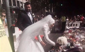 Muslim Bride Lays Bouquet at Sydney Siege Memorial