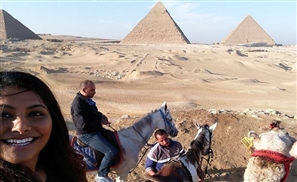 Awesome UK Tourist Visiting Egypt Invites Her Uber Driver To Sightsee With Her