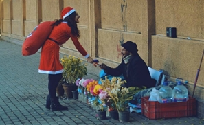 This Egyptian Girl Dressed Up as Santa for Christmas and Handed Out Gifts on the Streets