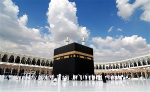 Video: Man Arrested While Attempting to Set the Kaaba on Fire